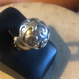 Gorgeous Scroll Ring size 5